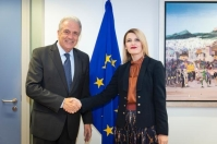 Dimitris Avramopoulos, Member of the EC in charge of Migration, Home Affairs and Citizenship, receives Dhurata Hoxha, Minister for European Integration of Kosovo*. * This designation is without prejudice to positions on status, and is in line with UNSCR 1244/1999 and the International Court of Justice Opinion on the Kosovo declaration of independence. © European Union , 2018 / Source: EC - Audiovisual Service